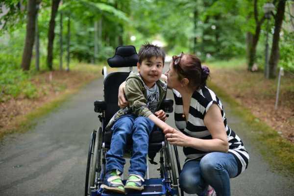 Если мать сидит по уходу за ребенком инвалидом что положеено отцу